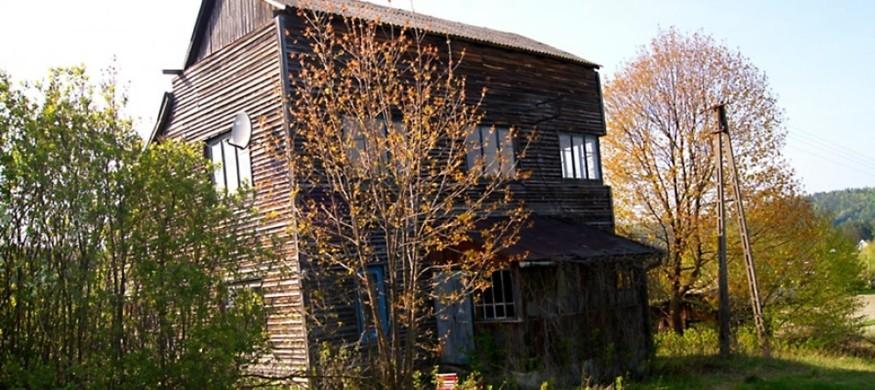 Budynek piętrowy drewniany do remontu na Roztoczu - Hutki Namule k. Krasnobrodu - SPRZEDNE