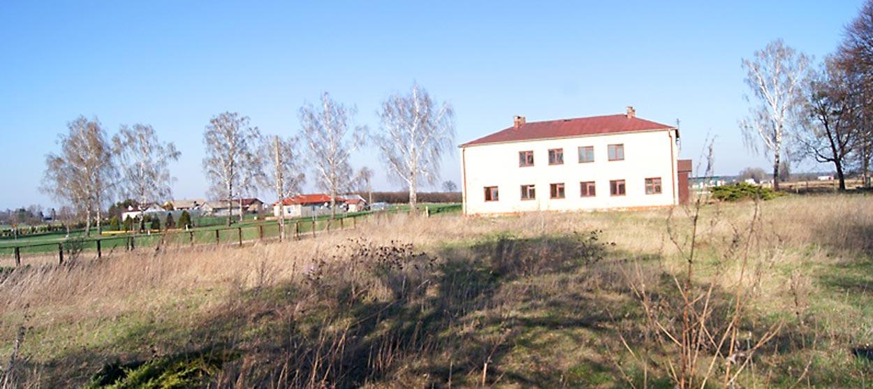 Budynek piętrowy po byłej szkole w Deszkowicach - Rozmus Nieruchomości - biuro nieruchomości Zamość